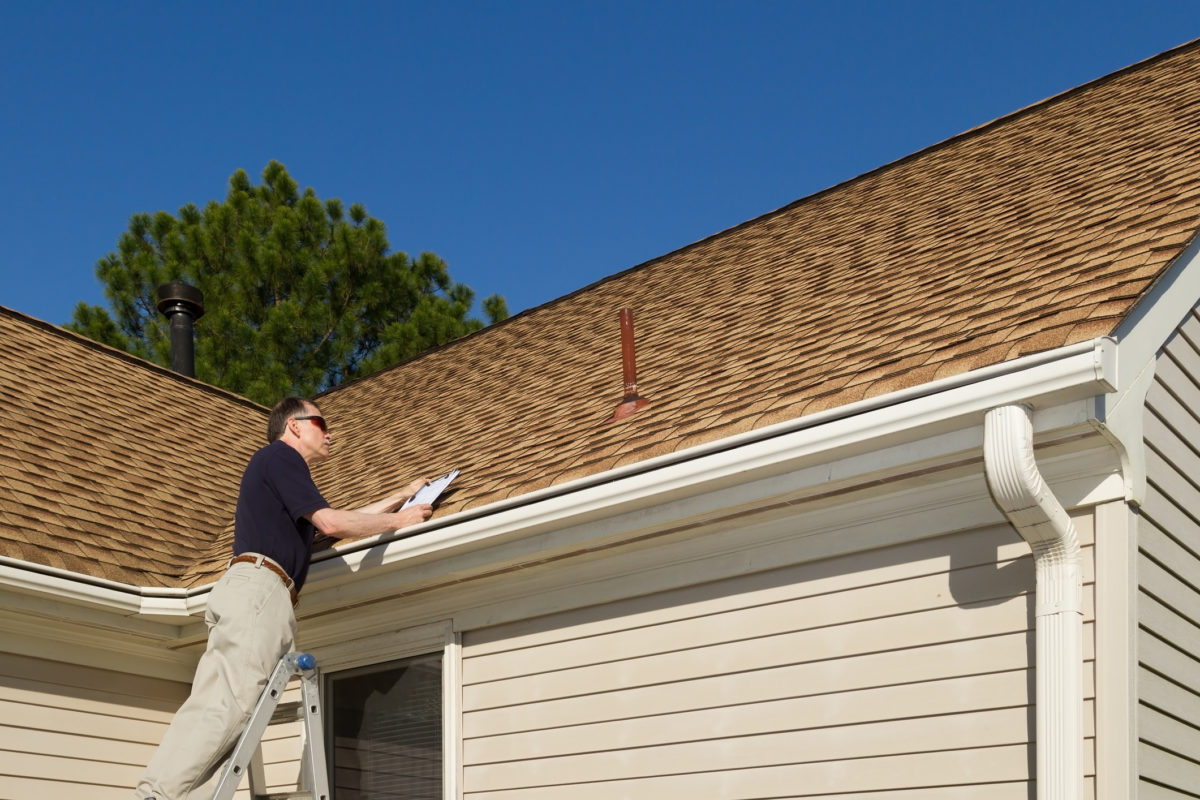 6 Reasons to Schedule Regular Roofing Maintenance